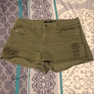 Green shorts with floral embroidery